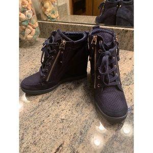 Shoedazzle blue heel sneaker!